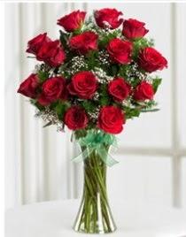 Cam vazo içerisinde 11 kırmızı gül vazosu  İzmir Konak çiçekçi telefonları