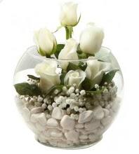 11 adet beyaz gül cam fanus çiçeği  İzmir Konak hediye çiçek yolla