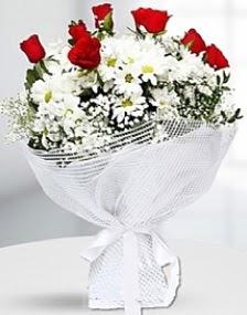 7 kırmızı gül ve papatyalar buketi  İzmir Konak kaliteli taze ve ucuz çiçekler