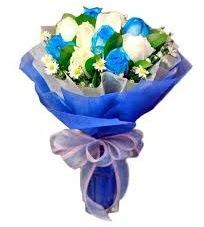 5 mavi gül 6 beyaz gülden buket  İzmir Konak çiçekçi telefonları