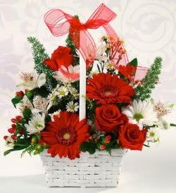 Karışık rengarenk mevsim çiçek sepeti  İzmir Konak yurtiçi ve yurtdışı çiçek siparişi