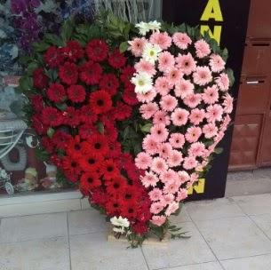 Kalp pano kalp şeklinde pano çiçeği  İzmir Konak çiçek mağazası , çiçekçi adresleri