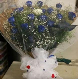 Mavi güllerden kız isteme buket çiçeği  İzmir Konak yurtiçi ve yurtdışı çiçek siparişi