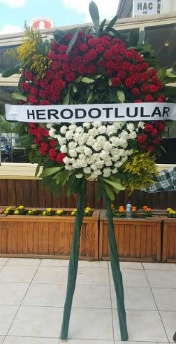 Cenaze çelengi cenazeye çiçek modeli  İzmir Konak 14 şubat sevgililer günü çiçek