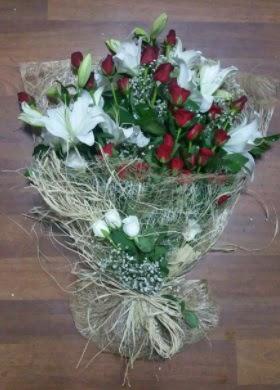 Kız isteme çiçekleri  İzmir Konak uluslararası çiçek gönderme  Kız söz nişan çiçeği