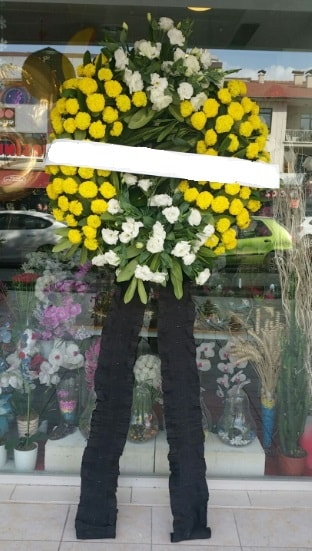 Cenaze çiçek modeli cenaze çiçeği  İzmir Konak uluslararası çiçek gönderme