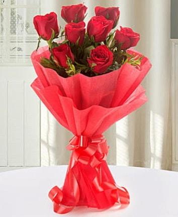 9 adet kırmızı gülden modern buket  İzmir Konak çiçek siparişi vermek