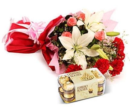 Karışık buket ve kutu çikolata  İzmir Konak anneler günü çiçek yolla