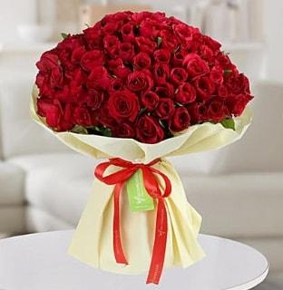 101 adet kırmızı gül buketi koca demet  İzmir Konak yurtiçi ve yurtdışı çiçek siparişi