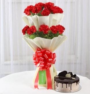 20 adet kırmızı karanfil buketi ve yaş pasta  İzmir Konak online çiçek gönderme sipariş