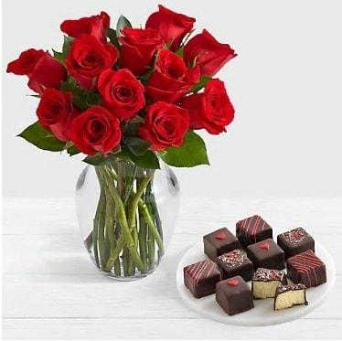 Cam vazoda 12 kırmızı gül el yapımı çikolata  İzmir Konak online çiçek gönderme sipariş
