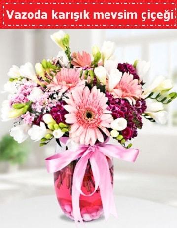 Vazoda karışık mevsim çiçeği  İzmir Konak anneler günü çiçek yolla
