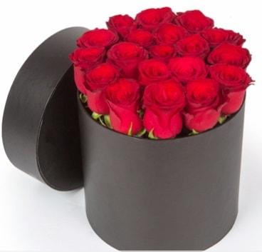 21 adet siyah kutuda kırmızı gül  İzmir Konak çiçek online çiçek siparişi