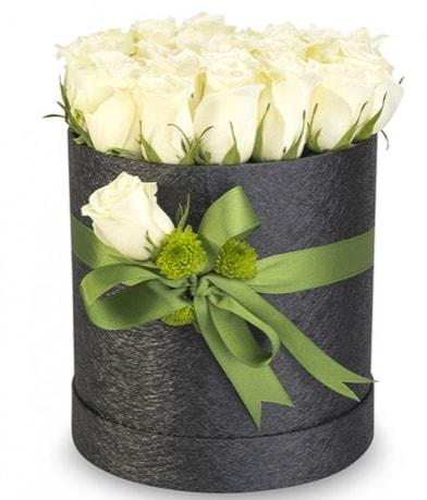 27 adet beyaz gülden görsel kutu çiçeği  İzmir Konak güvenli kaliteli hızlı çiçek