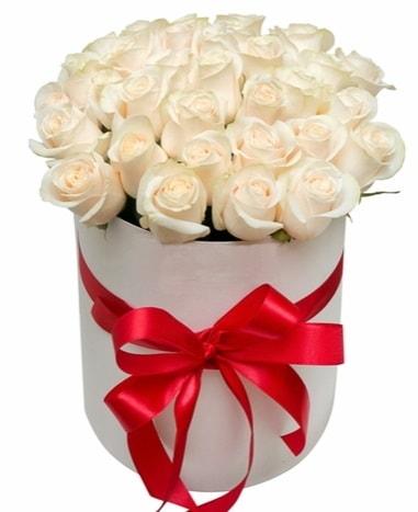 Kutuda özel 27 beyaz gül aranjmanı  İzmir Konak çiçek gönderme sitemiz güvenlidir