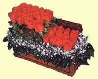 İzmir Konak uluslararası çiçek gönderme  Sandikta 13 adet güller