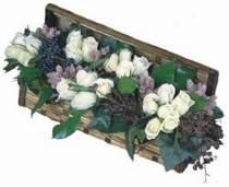 İzmir Konak yurtiçi ve yurtdışı çiçek siparişi  13 adet beyaz sandikta gül
