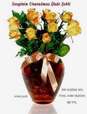 İzmir Konak kaliteli taze ve ucuz çiçekler  mika yada Cam vazoda 12 adet sari gül
